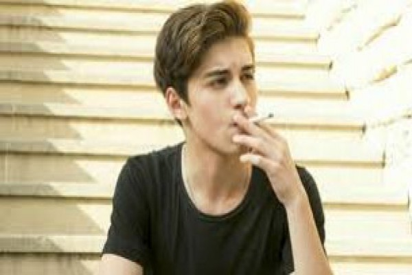 پاورپوینت پدیده ای به نام سیگار کشیدن در کمین نوجوانان و جوانان