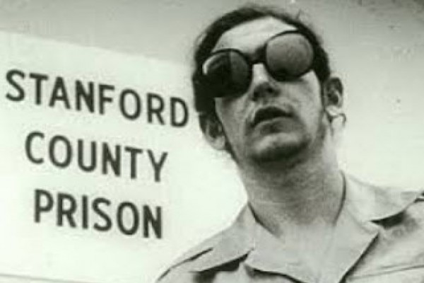 پاورپوینت آزمایش زندان استنفورد